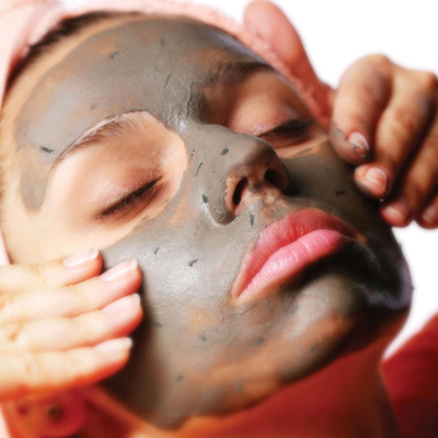 glamglow_mudmask-on-face
