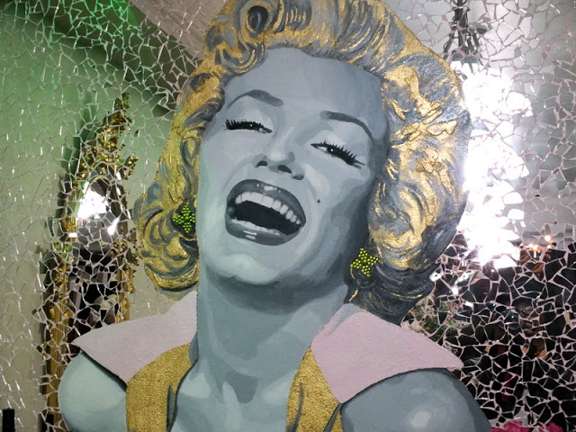 tatiana_hair_extension_flagship_store_marilyn_monroe_glass_painted_mural