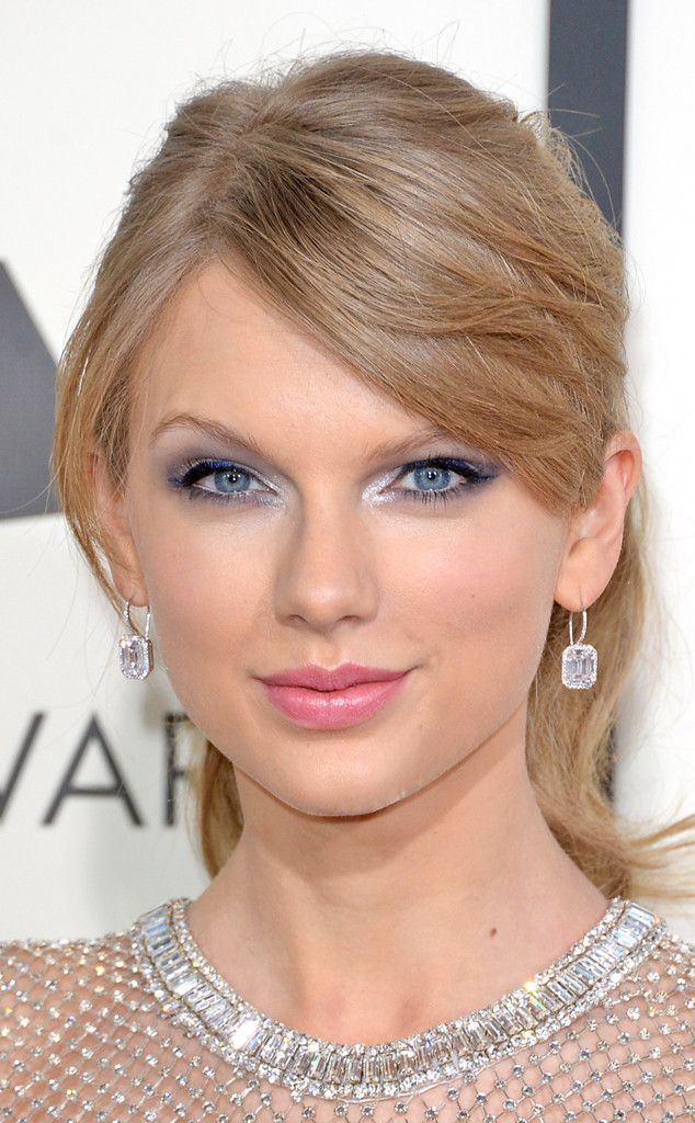 rs_634x1024-140126173859-634_taylor-swift-earring-grammy-arrivals-012614