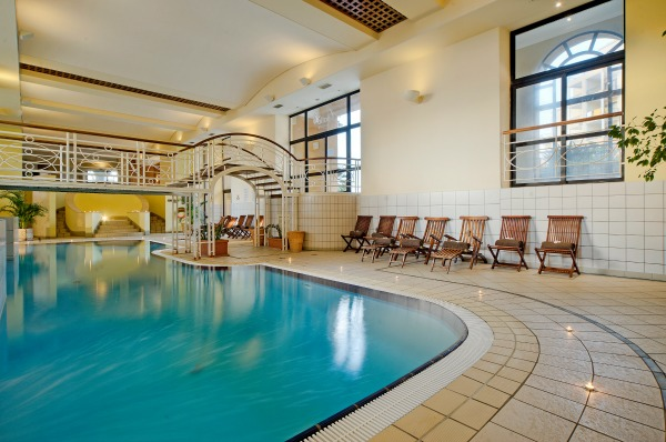 Apollo Day Spa Indoor Pool